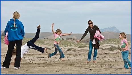 Kids play skiprope