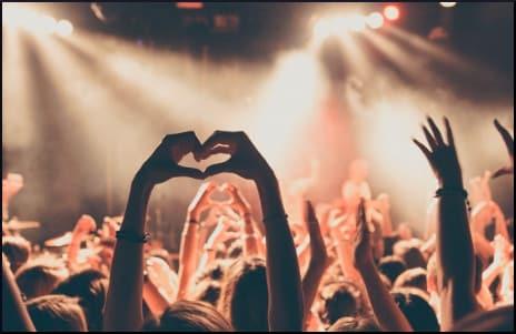 hand-heart-at-concert