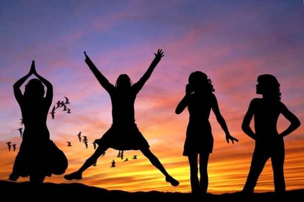 silhouettes-women-dancing