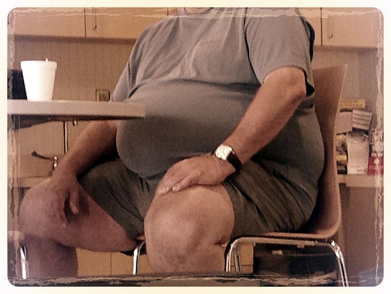 big-gut-at-table