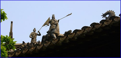 warrior-statues-on-the-roof