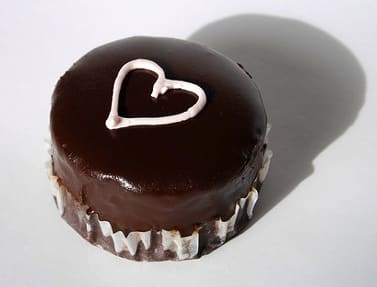 heart-chocolate-cupcake