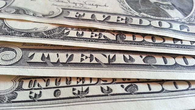 dollar-bills-horizontal-view