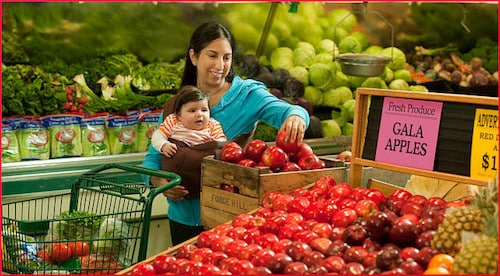 woman-and-child-shopping-for-apples