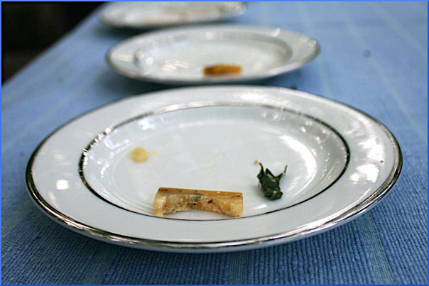 empty-plates-on-table
