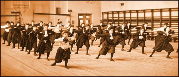 girls-gym-class-vintage